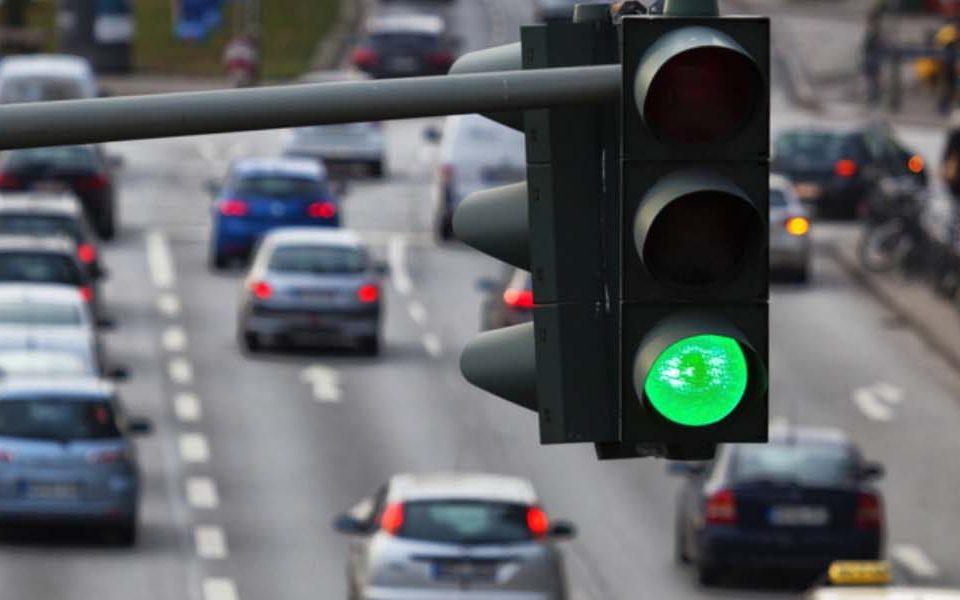 Quarter of UK motorists don't know correct order of traffic lights!